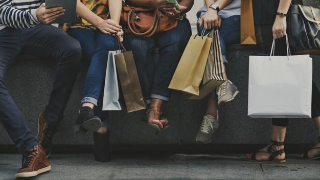 girlfriends-going-shopping-concept_53876-86016