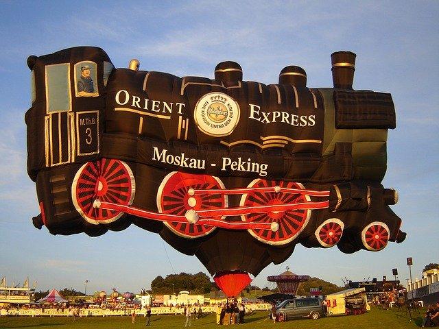 balon ve tvaru lokomotivy